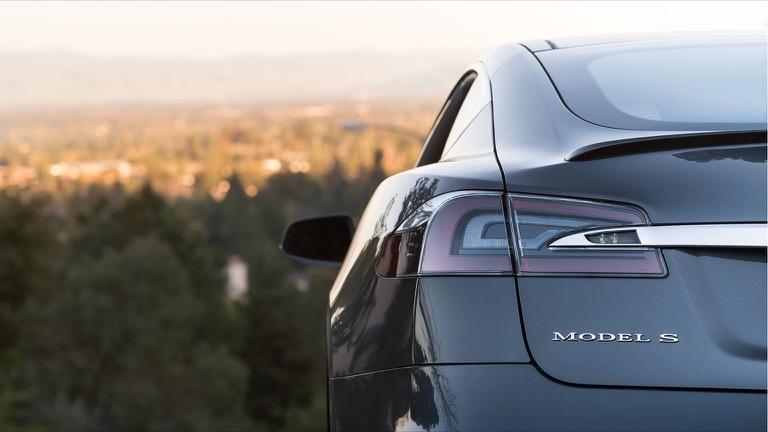 Tesla model S 06