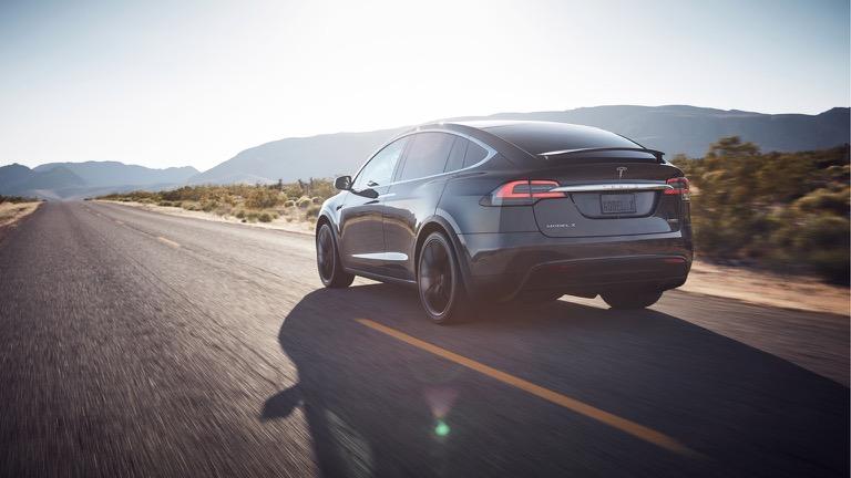 Tesla Model X 08